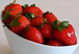 لعبة تلوين فراولة وصديقاتها في طبق الفاكهة