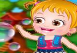 لعبة طفل عسلي في الحديقة
